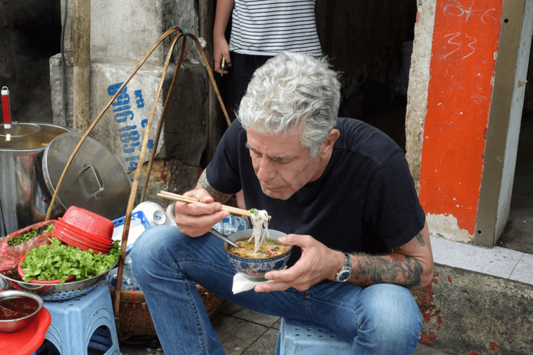 Photo-Bourdain-Street-Food-Hanoi